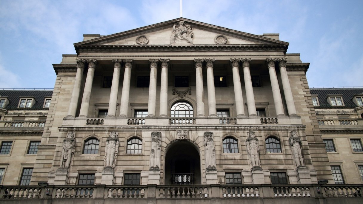 Bank of England Cuts Interest Rates to 322-year Low
