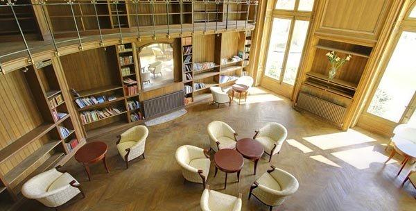Chateau des Bonhommes Hotel Room Investment